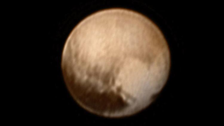 Sensaciones continúan: Plutón no es como lo esperaban ver los científicos
