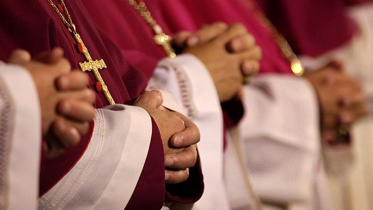 """Un francés demanda al Vaticano por encubrir crímenes de un cura que """"lo convirtió en pederasta"""""""