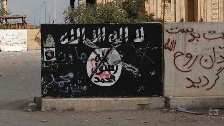 """El Estado Islámico difunde video de una nueva ejecución y amenaza con """"llenar París de cadáveres"""""""