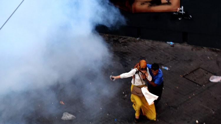 La Policía turca dispersa con fuerza una protesta contra el terrorismo