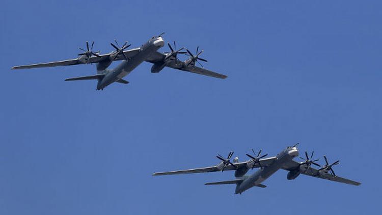 """""""Feliz 4 de julio"""": Militares de EE.UU. se asustan al recibir saludos de pilotos rusos"""