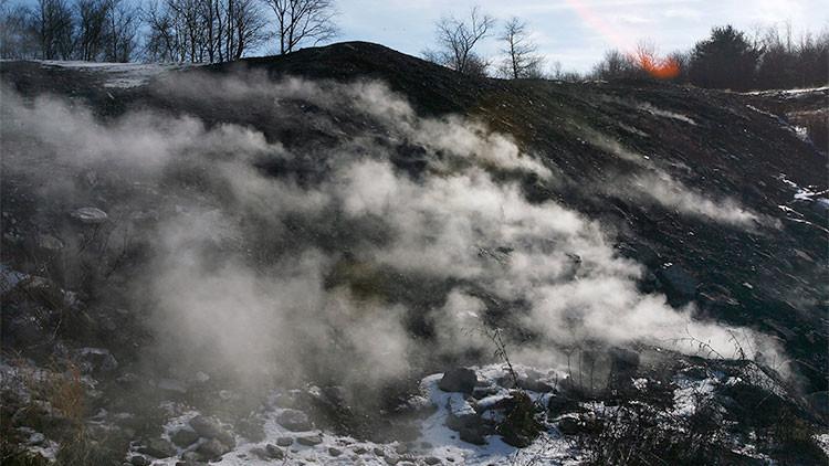 La llama eterna: un fuego subterráneo de 50 años deja un pueblo sin habitantes