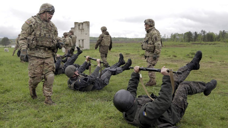 EE.UU. entrenará oficialmente a militares de Ucrania a partir de otoño