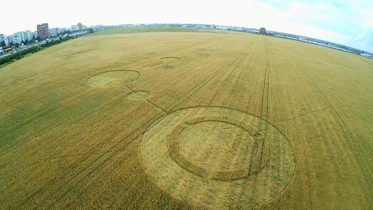 Fin del misterio: Enormes círculos en un campo ruso no tienen nada que ver con ovnis