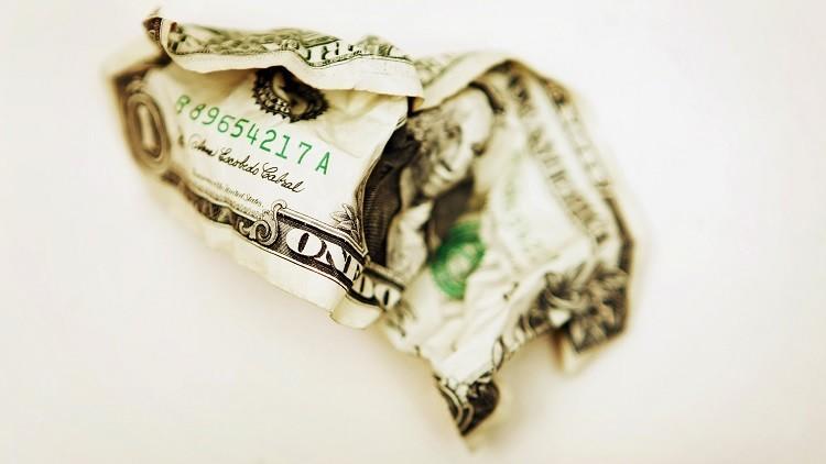 """Experto: """"La ley tributaria de EE.UU. que se expande por el mundo asfixiará al dólar"""""""