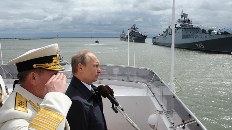 """Putin: """"La Armada proporciona a Rusia capacidades defensivas con éxito"""""""
