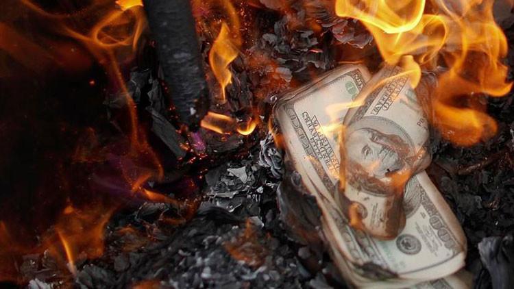 """Experto: """"Se explotará una bomba financiera de 1,5 cuatrillones de dólares"""""""