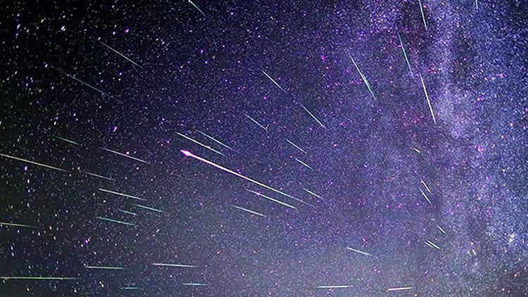 Una doble lluvia de estrellas con estelas permanentes iluminará el cielo