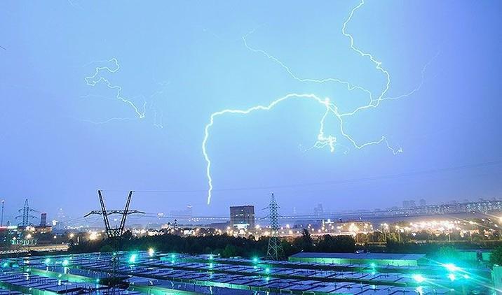 Escenas 'apocalípticas' en Moscú: Una tormenta colosal sacude la capital rusa