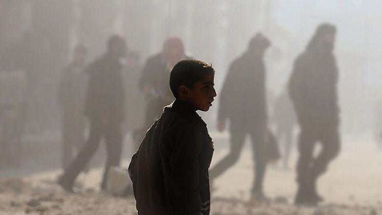 Furia en las redes por una golpiza a un niño sirio refugiado que vendía pañuelos en Turquía
