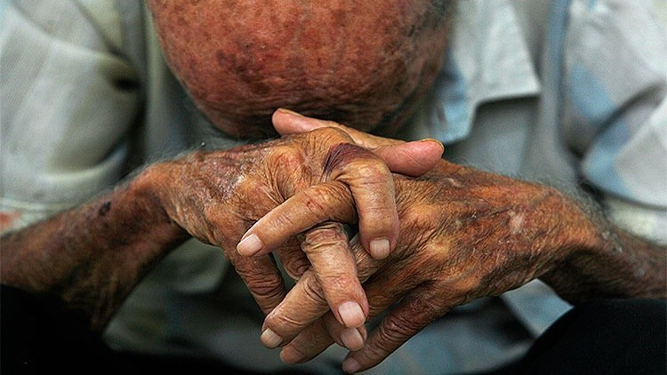 España inicia la expulsión de ancianos con papeles a los que niega la tarjeta sanitaria