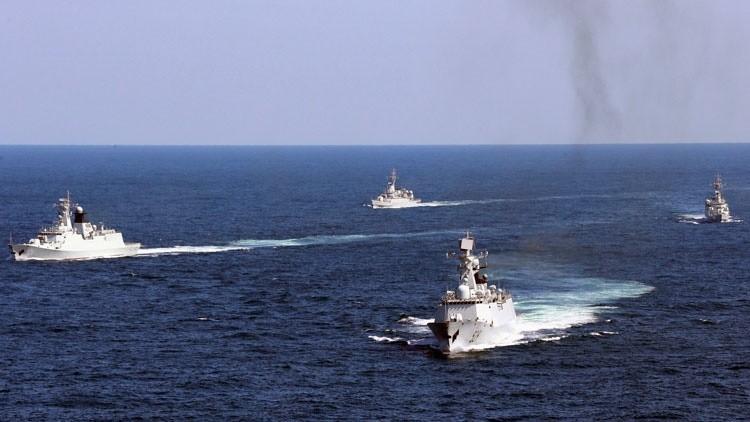 La Armada china realiza un entrenamiento con fuego real en el mar de la China Meridional