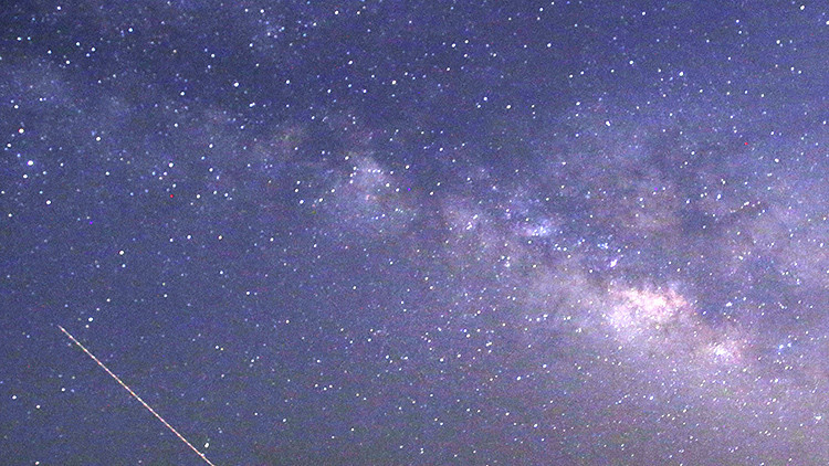 Delta Acuáridas y Perseidas: Una impresionante doble lluvia de estrellas colma el cielo