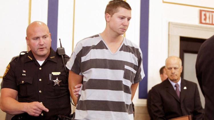 El policía que mató a un afroamericano desarmado en Ohio es liberado bajo fianza