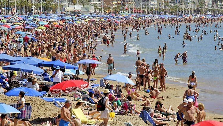 Miles de personas prefieren veranear este año en España antes que en Túnez y Grecia