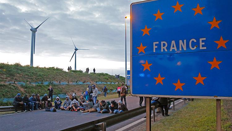 Las dos salidas de la Unión Europea ante la crisis migratoria: ayudar o encerrarse en sí misma