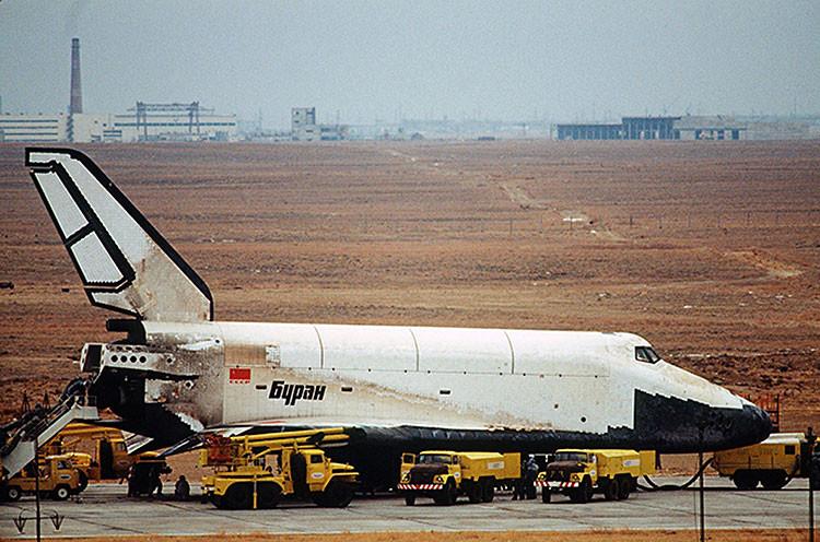 1988, El primer Burán al atterizar en el centro espacial Baikonur