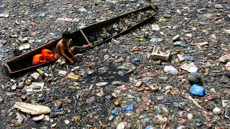 Fotos imactantes: Niños filipinos hurgan en los ríos de basura para sobrevivir
