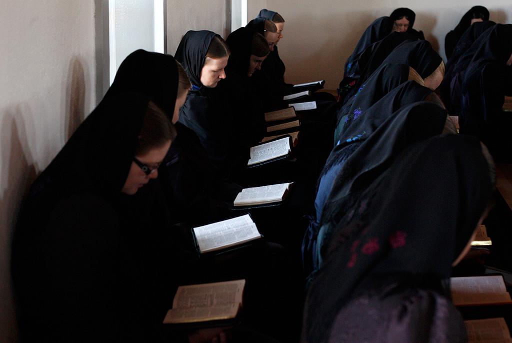 Cómo viven los menonitas, la comunidad religiosa que niega la electricidad?