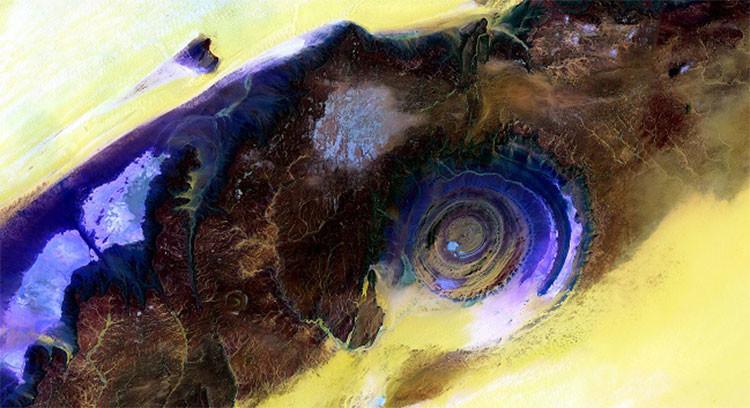 USGS publica una 'extraterreste' foto del Ojo de Sahara