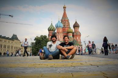 """""""No es como la imaginábamos"""": Dos uruguayos viajeros rompen mitos en su pasaje por Rusia"""