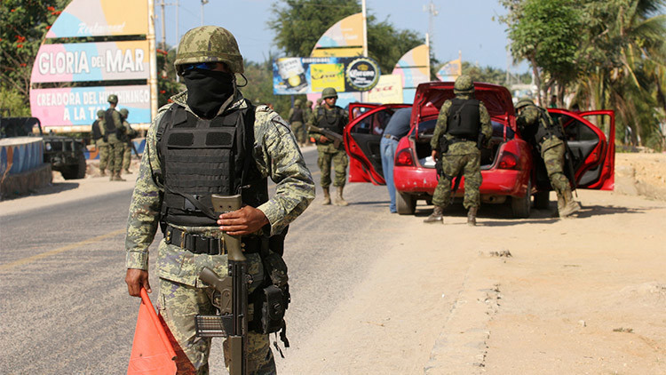 Militares mexicanos secuestran a un empresario y le roban medio millón de pesos