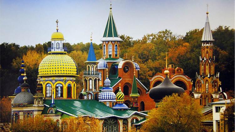 El alucinante Templo del Universo de Rusia, donde 'viven' en paz las 16 religiones
