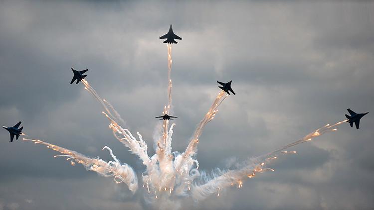 Aviadarts: Una espectacular competencia militar aérea 'invade' el cielo de Rusia