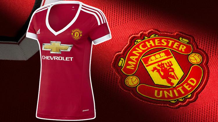 El polémico escote de la nueva camiseta femenina de Manchester United
