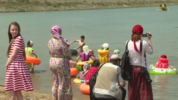 Video: Chechenia abre su primera playa exclusiva para mujeres