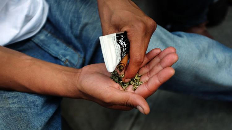 Insensibilidad al dolor y fuerza anormal: marihuana sintética causa estragos en Nueva York (Video)