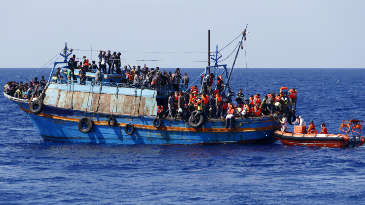 Una conmovedora foto de los inmigrantes supervivientes del naufragio de Libia se hace viral