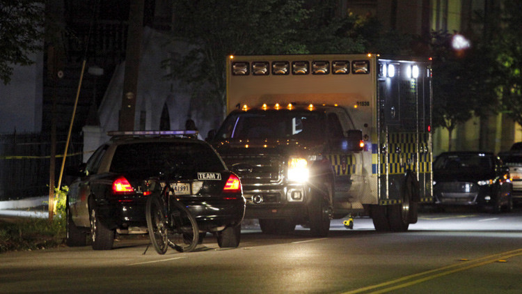 Policía de EE.UU. mata a un joven 'blanco' desarmado durante su primera cita