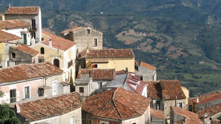 Un alcalde italiano prohíbe por ley que sus conciudadanos se mueran