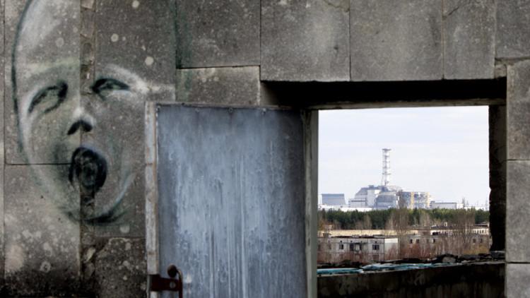¿Por qué los efectos de un accidente nuclear son más duraderos que los de la bomba atómica?