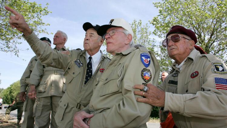 Un veterano de la Segunda Guerra Mundial recupera su billetera 70 años después