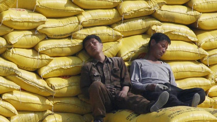 Voluntarios se trasladan a la aldea afectada por la misteriosa 'epidemia del sueño'