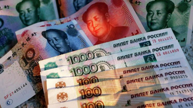 China da luz verde para el uso del rublo en efectivo en una de sus ciudades