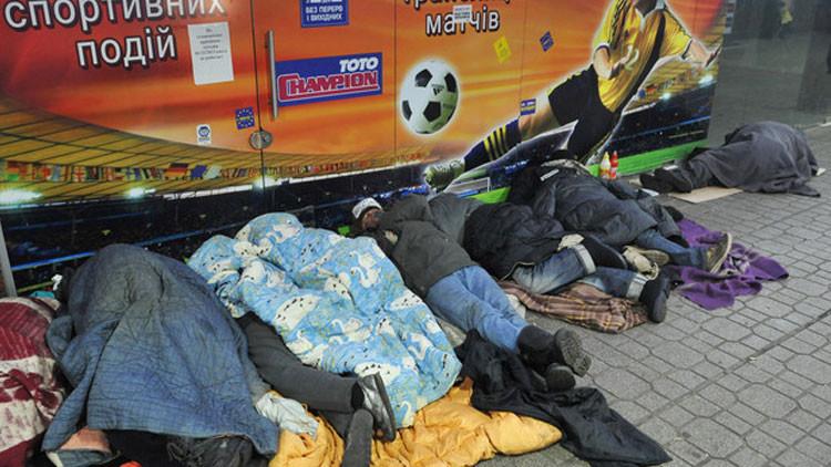 Población ucrania se hará 4 veces más pobre a causa de la crisis de deuda