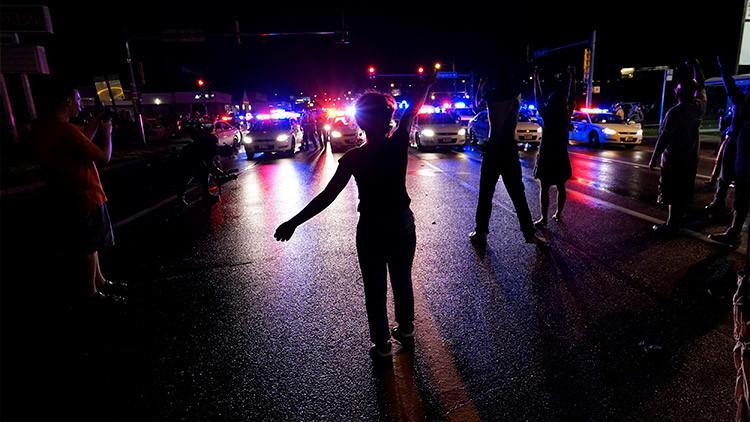 EE.UU: La ciudad de Ferguson declara el estado de emergencia por tiroteos y protestas