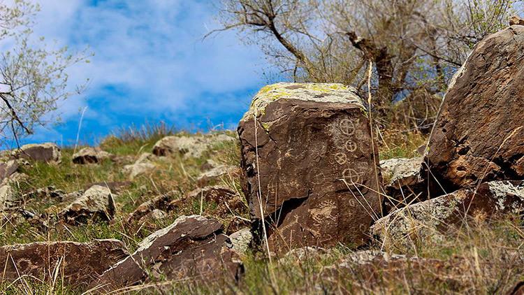 ¿Quiénes grabaron estos petroglifos hace 10.000 años en los confines de Siberia?