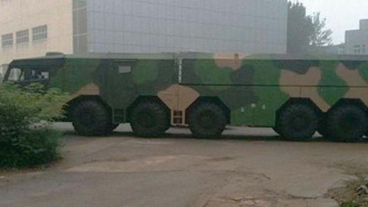 """Automovilistas captan en China un nuevo """"vehículo gigante"""" para lanzar misiles"""