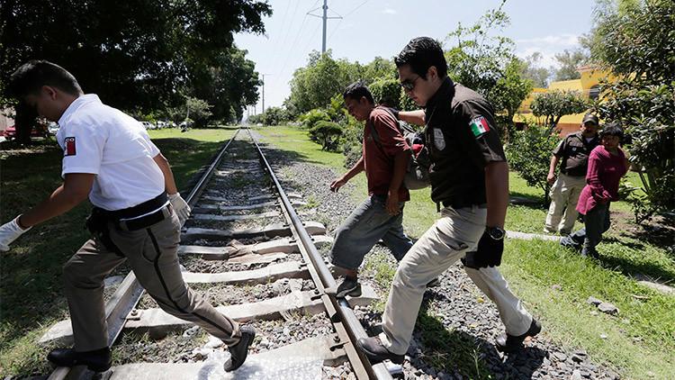 """Agente de inmigración mexicano: """"Aquí todo se arregla con dinero"""""""