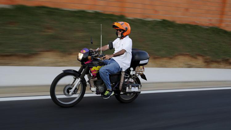 Un brasileño crea una motocicleta que funciona con agua en lugar de gasolina