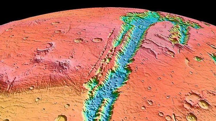 La NASA presenta una imagen de huellas de agua en Marte