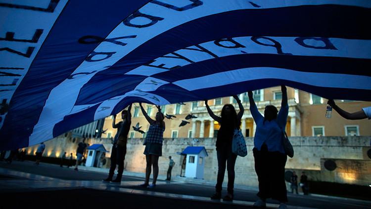 Masiva protesta en Atenas contra las medidas de austeridad de la Troika