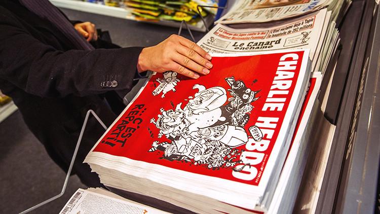 La Red 'explota' de indignación:  'Charlie Hebdo' se burla del Boeing malasio desaparecido