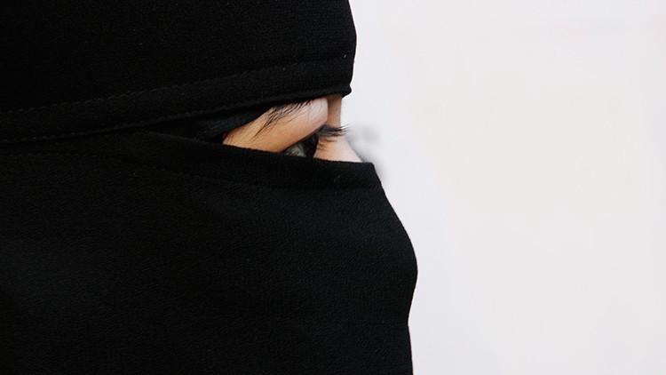 Una mujer del Estado Islámico explica los castigos por incumplir el código de vestimenta
