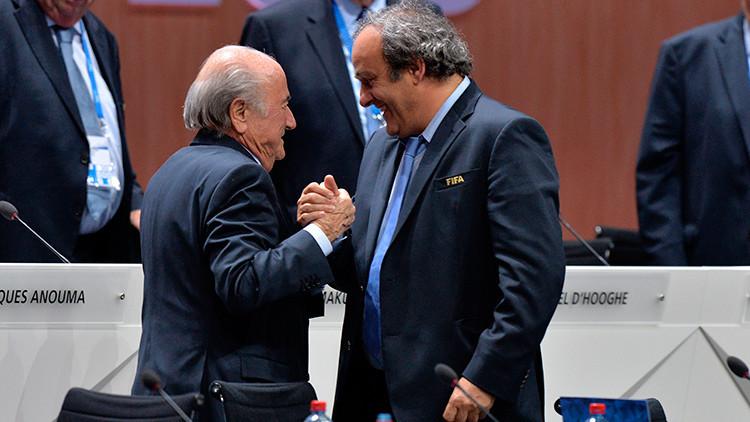 Blatter denuncia que Platini le exigió la dimisión bajo la amenaza de que iba a ir preso