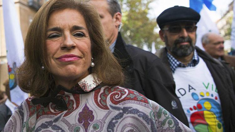 Contrato lujoso: El Ayuntamiento de Madrid gana 600.000 euros al año con ropa donada para los pobres